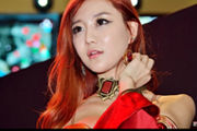 DOTA2韩国美女Cos酥胸香肩上演极致诱惑