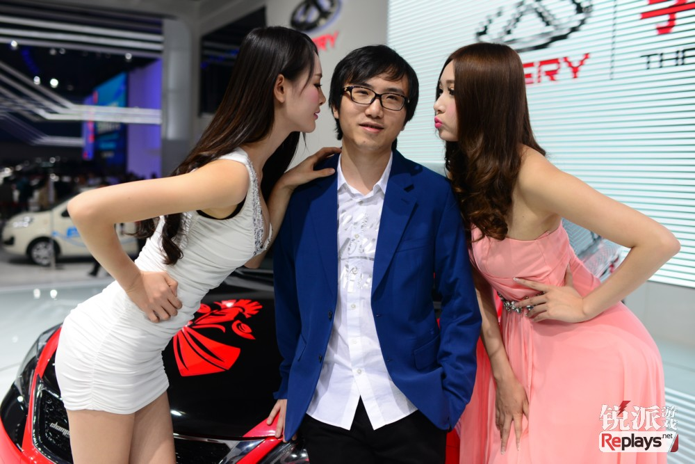 Sansheng狗哥出席广州车展图赏——美女相伴