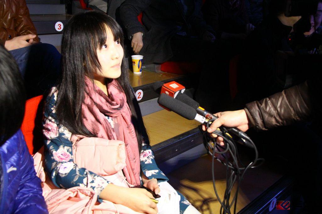 [图赏] IG&LGD选手在ECL赛场接受BTV电视台采访