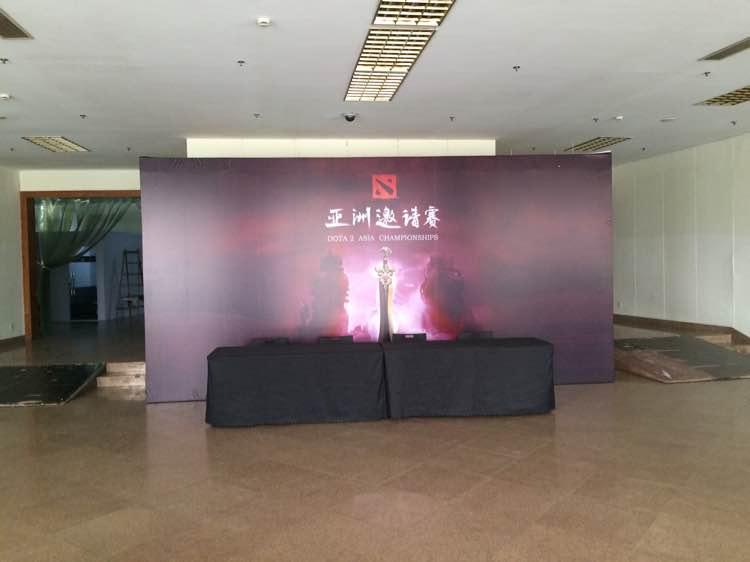 [图赏] DOTA2亚洲邀请赛玩家拍摄现场 正在彩排
